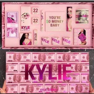ISO KYLIE BIRTHDAY PR BOX!!!